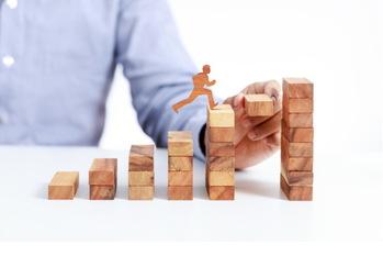 日本株投資戦略,業績予想,上方修正