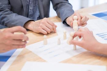 業績アップに欠かせない チームの団結力向上講座 預かり資産獲得編【第4回】ハイカウンターと連携した新規開拓
