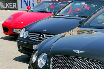 お金持ち,高級車,フェラーリ,ベンツ,BMW,レクサス