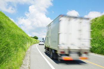 トラック運賃,貨物輸送量