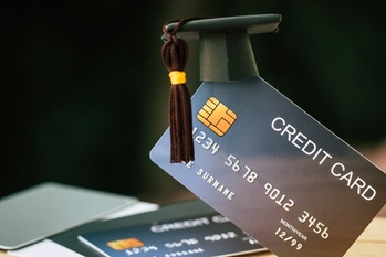 Top 6 Credit Cards for Fresh Grads in Singapore