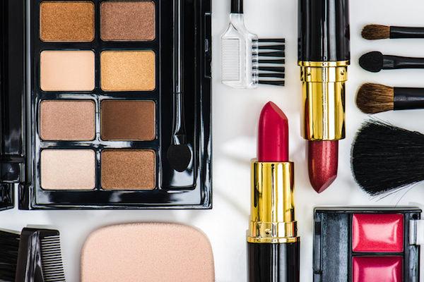 化粧品メーカー