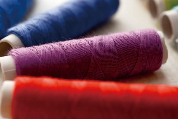 繊維業界のオーナー社長を開拓したい営業マンが見るべき業界紙
