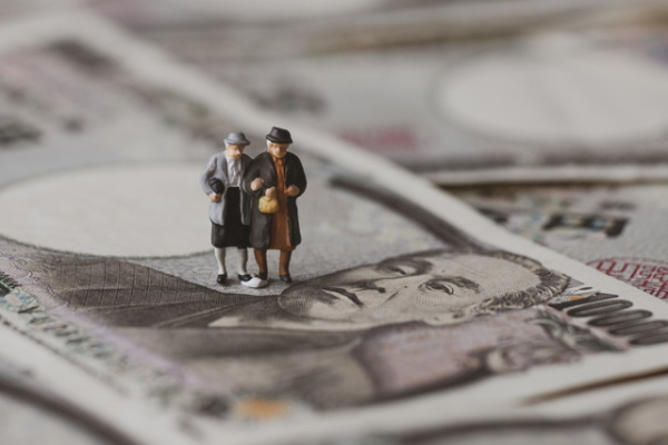 基礎年金,水準低下問題
