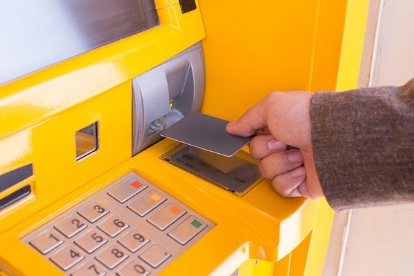 銀行カードローン,総量規制,社会問題