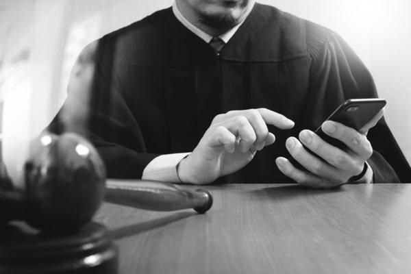 裁判官,Facebook,弁護士