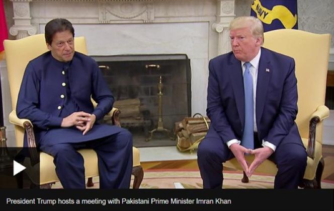 ホワイトハウスにてトランプ米大統領と会談するカーン・パキスタン首相
